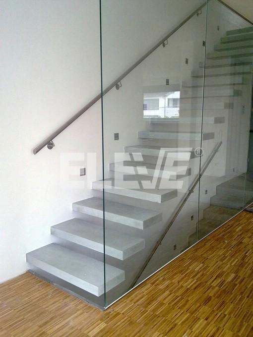 Vista lateral de escalera especial tipo m nsula dise o - Escaleras con barandilla de cristal ...