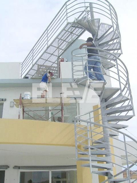 Fotograf a de escalera caracol escala humana for Escalera caracol 2 pisos