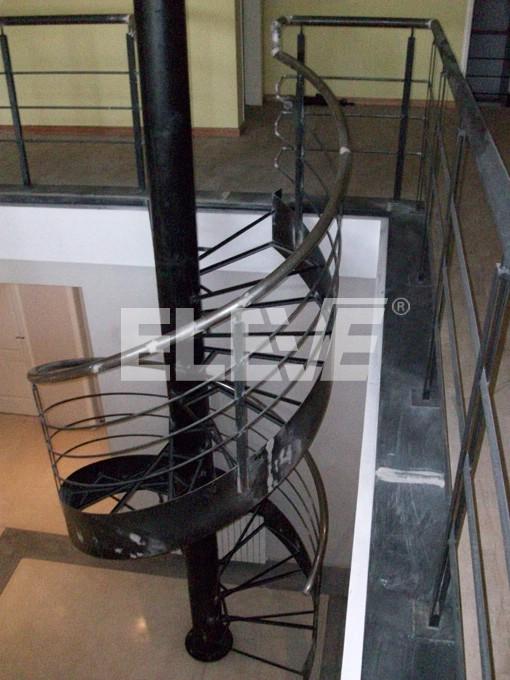 Escalera caracol con cinta helicoidal interior de hierro - Estructura caracol ...