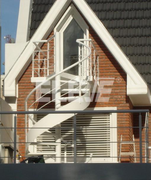 escalera caracol con cinta helicoidal con plataforma de llegada como balcn ue