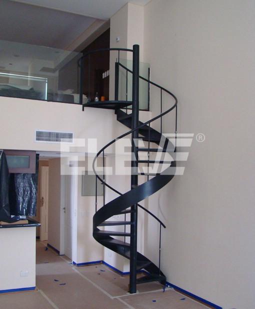 Escalera con cinta helicoidal de interior fabricada en for Medidas escaleras