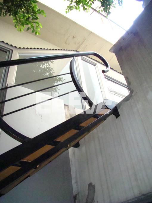 Escalera de estructura met lica y pelda os de madera - Peldanos de madera para escalera ...