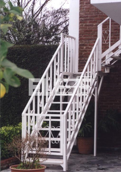Escalera con puerta de acceso para dar seguridad a los ni os - Puertas de escaleras para ninos ...