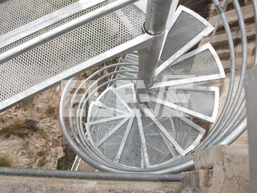 Escalera caracol en hierro y metal desplegado galvanizada por inmersi n en caliente - Escaleras de caracol economicas ...