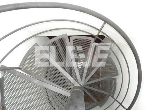 escalera de caracol con peldaos de metal desplegado pesado ue