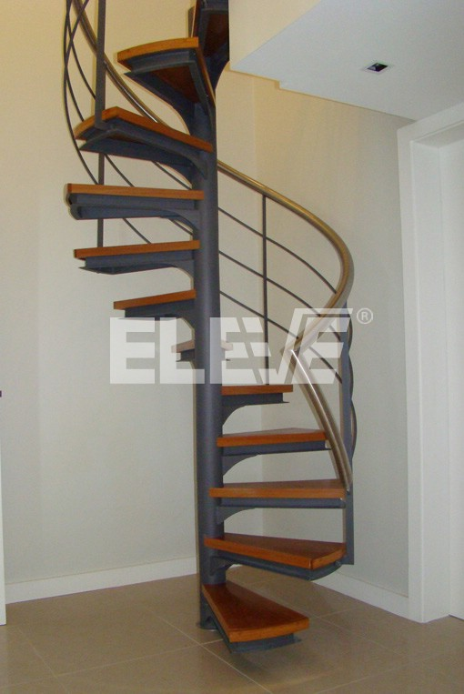 Escalera caracol fotograf a interior for Como trazar una escalera de metal