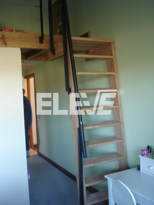 Escaleras para acceso a entrepisos bohardillas bauleras for Escalera de madera para entrepiso
