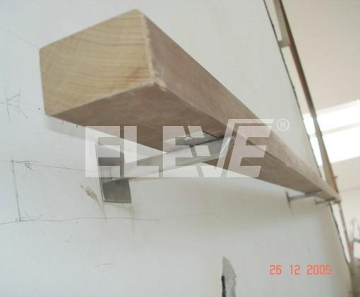 pasamano de madera de seccin rectangular con soportes de acero inoxidable ue