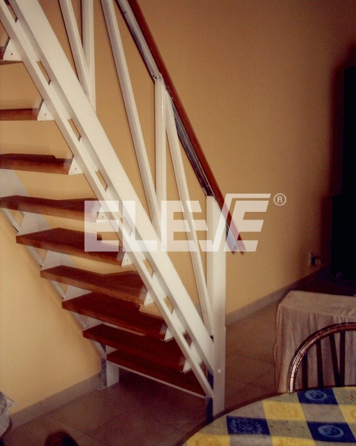 Modelos de escaleras de madera escalera caracol con for Modelos de escaleras