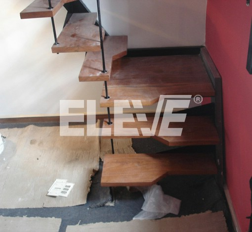 Escalera de pasos alternados en l modelo para poco espacio for Escalera 5 pasos afuera