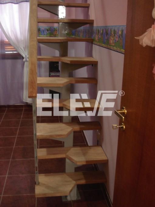 Escalera para espacios reducidos de tipo pie derecho - Escaleras de interior para espacios reducidos ...