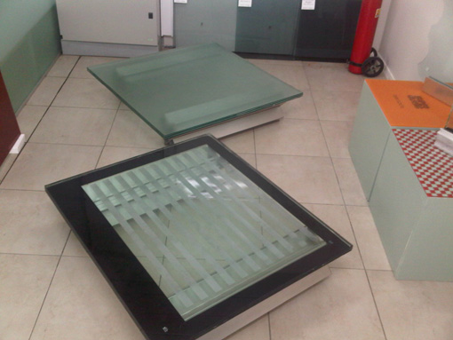 Baldosas para escaleras cool piso de baldosas de cermica for Baldosas para pisos precios