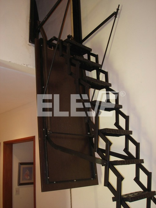 Escalera trampa vertical tapa abatible para escalera for Escaleras altas plegables