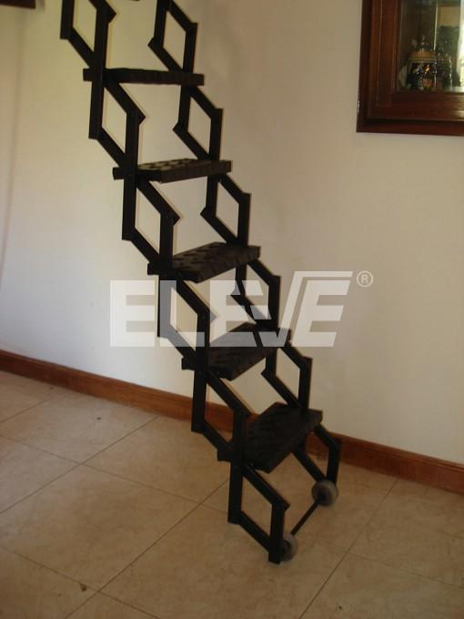 Escalera extensible met lica pelda os en chapa de hierro - Como hacer un altillo de madera ...