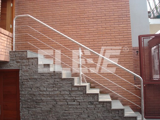Baranda de acero inoxidable con parantes tubo en escalera - Baranda de escalera ...