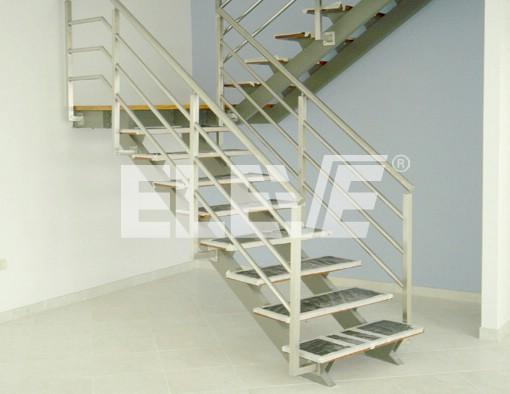 Escaleras con pelda os flotantes sostenidos por m nsulas - Escaleras con peldanos de madera ...
