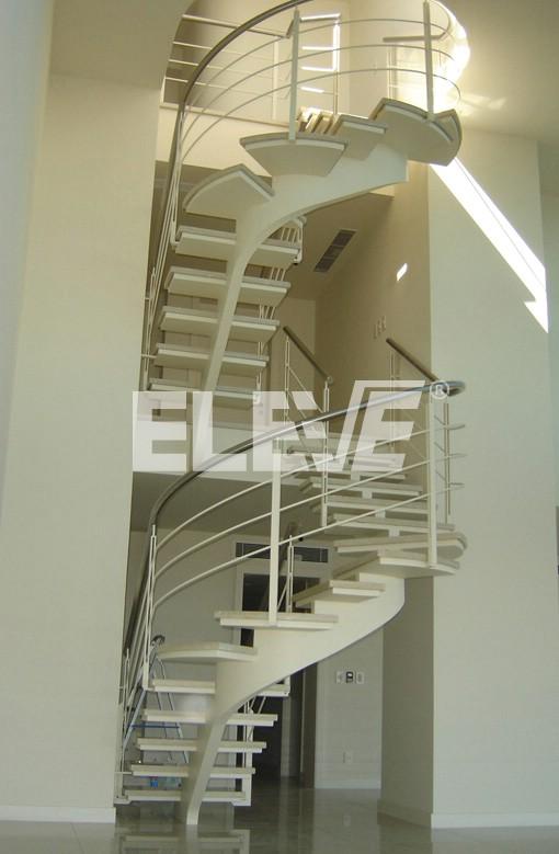 Escalera de dise o con viga central curva y pelda os for Formas de escaleras de concreto
