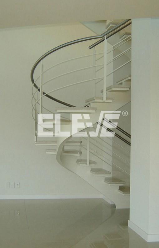 Escalera decorativa en blanco con pelda os de m rmol claro - Peldanos de marmol ...