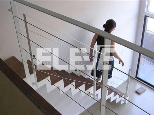 Escalera liviana estructura en chapa de hierro cortada a - Escaleras rectas de interior ...