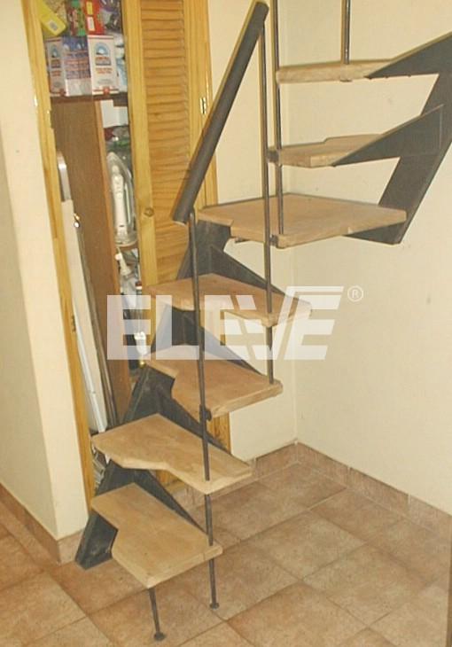Escalera para espacios reducidos pelda os en voladizo for Escaleras interiores en espacios reducidos