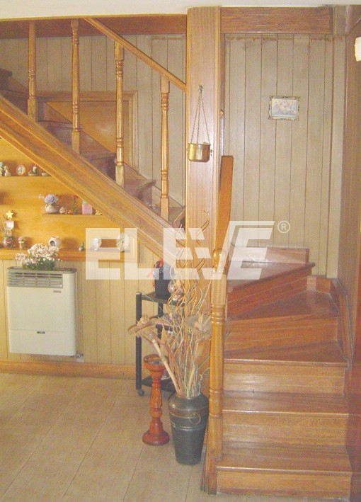 Escaleras de madera estilo cl sico o tradicional en roble for Escalera metalica en l