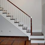 Escaleras revestidas en madera eleve estructura met lica - Escaleras rectas de interior ...
